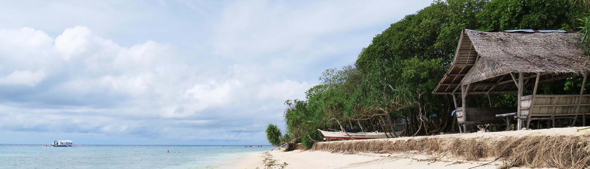 海とビーチと家