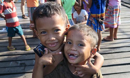 フィリピンの男の子2人