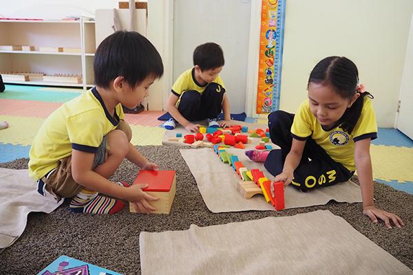 提携先幼稚園で遊びを通して友達から英語を吸収することもできます